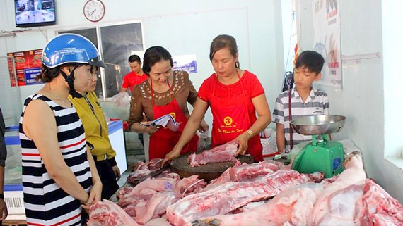 A pork selling spot organized by Dong Nai Animal Husbandry Association (Photo: SGGP)