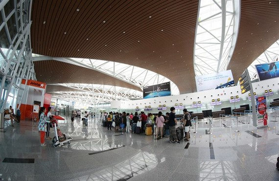 Passengers check-in at Da Nang International Airport's new terminal yesterday. (Photo: VNS)