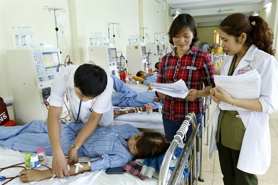 Healthcare at a hospital in Nam Dinh Province. Social insurance coverage rate in some sectors is reported very low. (Photo: VNA/VNS)