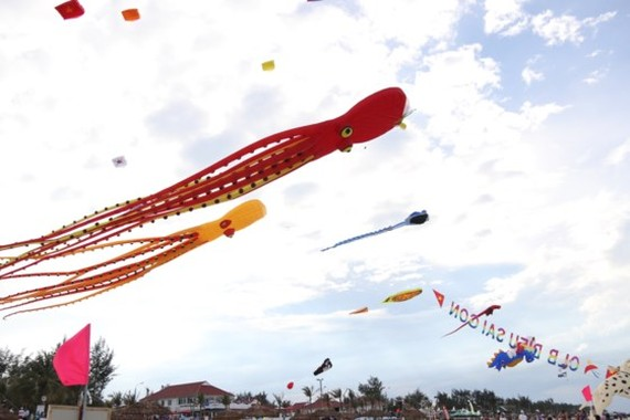 A kite festival in Tam Thanh beach, Tam Ky city, Quang Nam province (Photo: SGGP)
