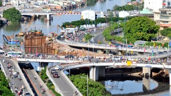 Two new braches of Nguyen Van Cu bridge were opened to traffic in HCMC on June 29 (Photo: SGGP)