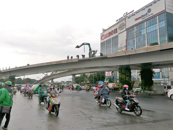 An artist's impression of the Y shaped flyover in the entrance gateway to Tan Son Nhat International Airport, HCMC