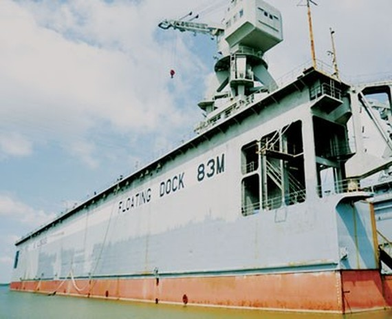Floating dock 83M, one hundreds of billions of dong loss making projects of Vinalines