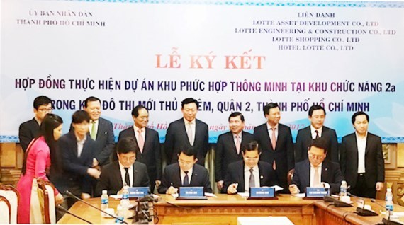 The signing ceremony of the smart complex in Thu Thiem (Photo: SGGP)