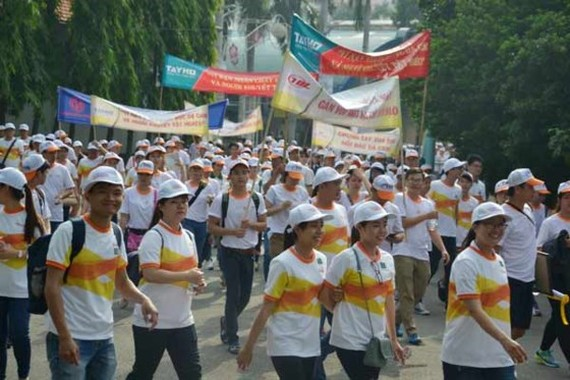 Participants of the charity walk to call for support for Agent Orange (AO)/dioxin victims and disabled people in Ho Chi Minh City (Photo: SGGP)