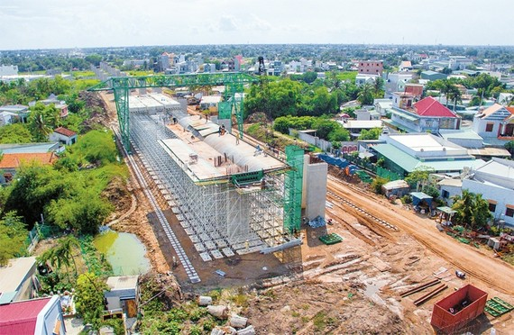 The construction site of Ben Luc-Long Thanh expressway in Binh Chanh district, HCMC (Source: nhandan)
