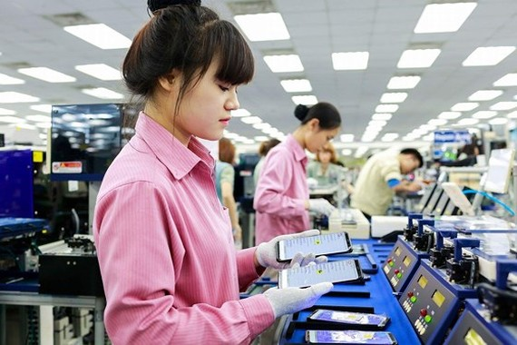 Workers at the smart phone production of Samsung SEVT plant in the northern province of Thai Nguyen