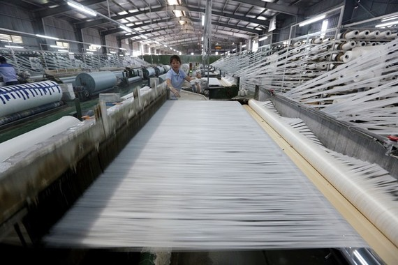 A production line at Hanoi KSA Polymer Joint Stocks Company in Thuy Van Industrial Zone in the northern province of Phu Tho. PM Nguyen Xuan Phuc has urged sectors, localities and enterprises to work together to make the country more competitive. (Photo: V