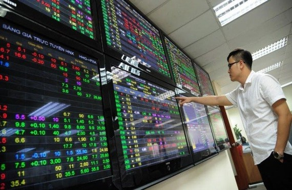 Rising economic and trade tension between China and the US and a faster-than-expected US rate hike have dampened investors' confidence in Vietnamese stocks.– Photo vietnamfinance.vn