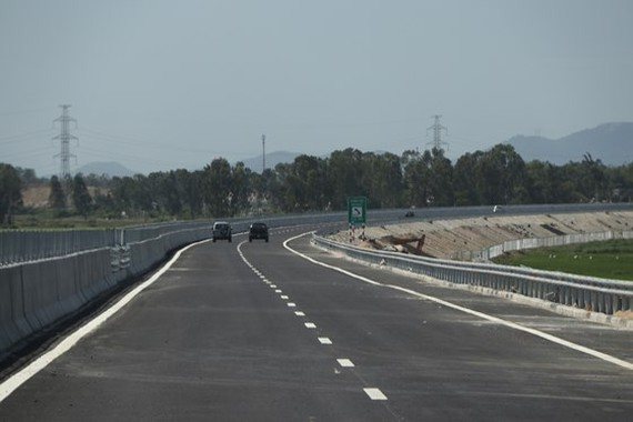Da Nang-Quang Ngai expressway has been damaged a month after being opened to traffic in September, 2018 (Photo: SGGP)