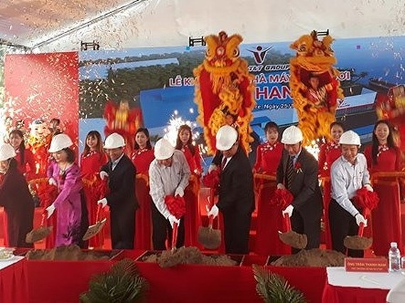 The ground breaking ceremony of Kim Thanh fresh coconut processing plant (Photo: SGGP)