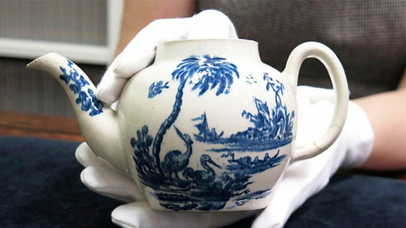 Ấm trà 800.000 USD