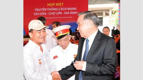 Nguyên Thủ tướng Chính phủ Phan Văn Khải tại buổi họp mặt truyền thống cách mạng Sài Gòn - Chợ Lớn - Gia Định.