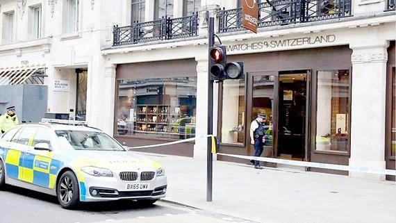 Cướp táo tợn giữa ban ngày ở London