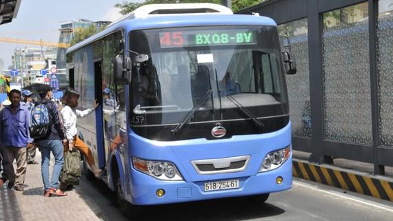 Sử dụng xe buýt CNG giảm phát thải khí  nhà kính tại TPHCM.  Ảnh: THÀNH TRÍ