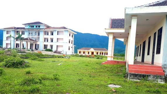 Trụ sở hành chính UBND xã Kỳ Lợi (thị xã Kỳ Anh, Hà Tĩnh) bỏ hoang nhiều năm nay