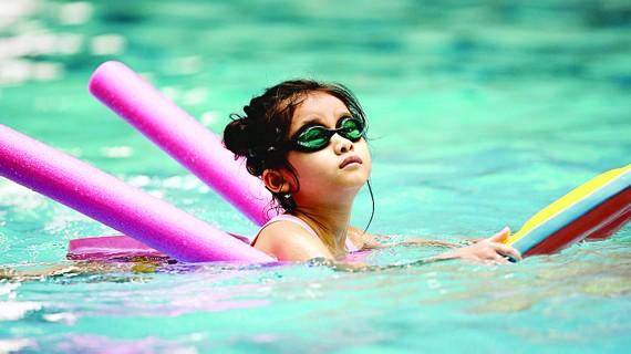 Làm quen với bộ môn bơi lội