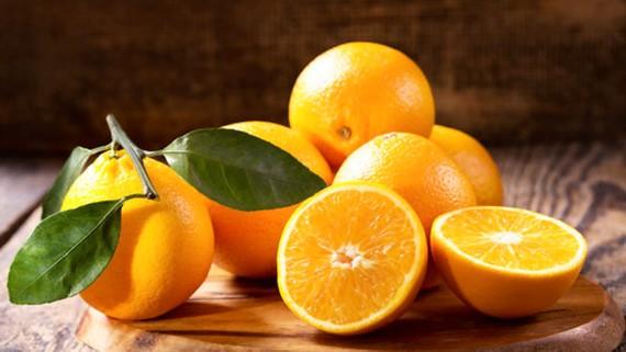 Ăn cam thường xuyên giảm nguy cơ mù lòa