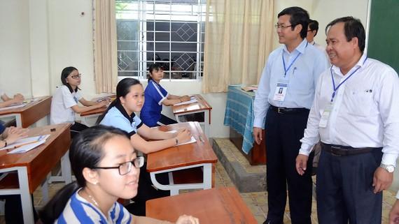 Bộ GD-ĐT nên để các trường tự xác định điểm sàn theo đúng quy chế