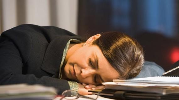 """""""Tham ô"""" hàng ngàn giờ làm để... ngủ"""