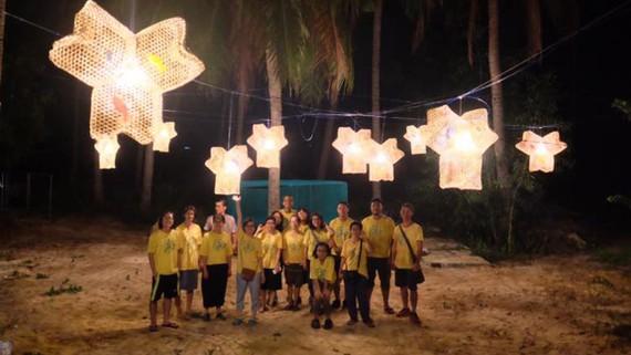 Tác phẩm nghệ thuật cộng đồng tại làng nghề đan bóng Hòa Thạnh (Phú Yên)