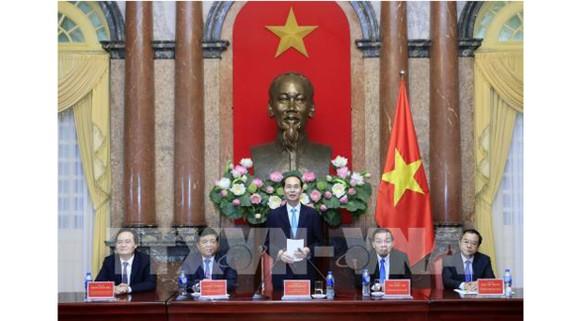 Chủ tịch nước Trần Đại Quang gặp mặt Đoàn đại biểu người Việt tài tăng trong lĩnh vực khoa học và công nghệ. Ảnh: TTXVN