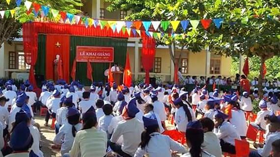 Lễ khai giảng tại Trường Phổ thông dân tộc bán trú THCS Bắc Lý huyện miền núi Kỳ Sơn (Nghệ An)