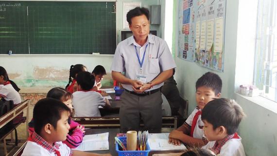 Thầy và trò Trường Tiểu học Cần Thạnh (huyện Cần Giờ, TPHCM)  trong giờ lên lớp. Ảnh: MINH QUÂN