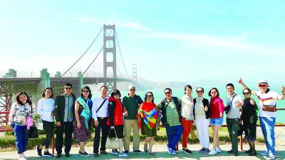 Đoàn khách TST tourist tham quan và mua sắm tại Hoa Kỳ