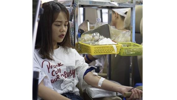 Sinh viên trường ĐH Sư phạm kỹ thuật TPHCM hưởng ứng phong trào hiến máu tình nguyện