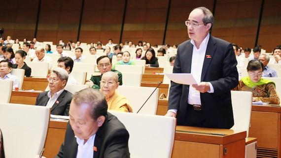 Đồng chí Nguyễn Thiện Nhân phát biểu tại phiên họp. Ảnh: VIẾT CHUNG