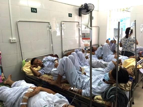 Các bệnh viện phải tổ chức khám phân loại, hạn chế tối đa tình trạng quá tải