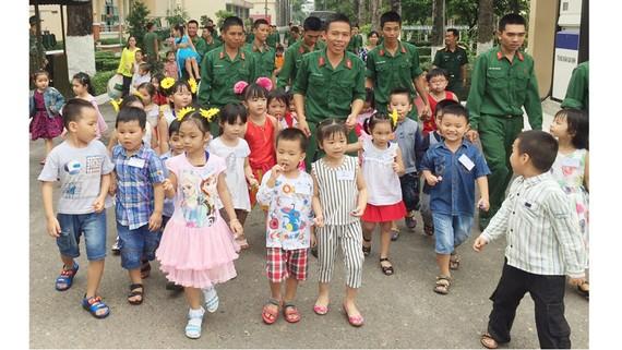 Bộ đội sinh hoạt, rèn luyện ở Trung đoàn Gia Định (Bộ Tư lệnh TPHCM)