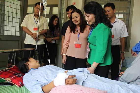 Thứ trưởng Nguyễn Thị Nghĩa đã đến Trung tâm Y tế huyện Đakrông để thăm hỏi, động viên thí sinh Hồ Thị Hà