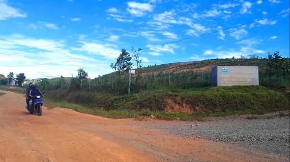 Đường vào Trung tâm điều hành Dự án chăn nuôi bò giống và bò thịt tại xã Cẩm Quan (huyện Cẩm Xuyên, tỉnh Hà Tĩnh) do Công ty cổ phần chăn nuôi Bình Hà thực hiện