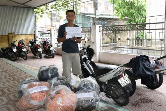 Đối tượng Nguyễn Đức Hạnh bị bắt cùng tang vật