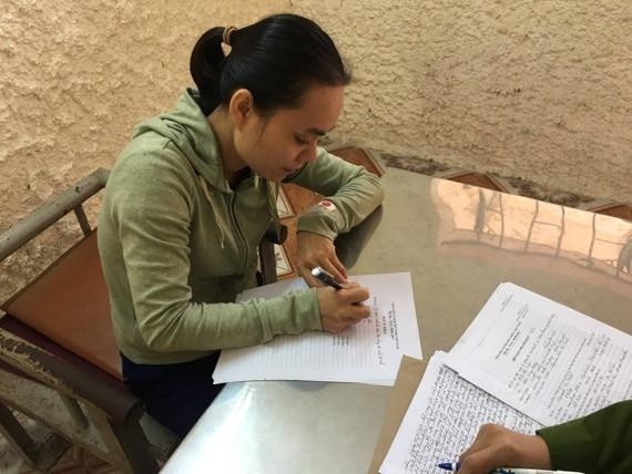 Đối tượng Nguyễn Thị Thắm tại cơ quan công an