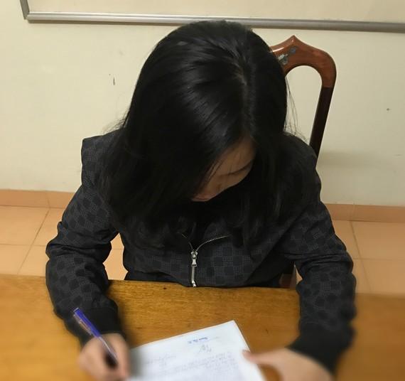 Đối tượng Nguyễn Thị Duyên tại cơ quan Công an. Ảnh: Công an TP Hà Tĩnh cung cấp.