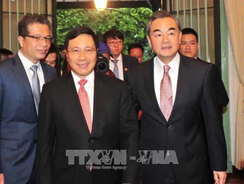 Phó Thủ tướng, Bộ trưởng Ngoại giao Phạm Bình Minh đón Bộ trưởng Ngoại giao Trung Quốc Vương Nghị. Ảnh: TTXVN