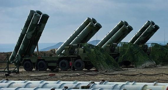 Hệ thống tên lửa phòng không S-400. Ảnh: SPUTNIK