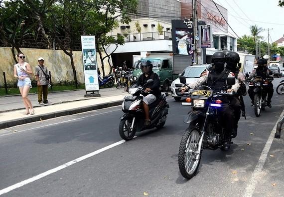 Lực lượng đặc nhiệm Indonesia tuần tra tại Kuta gần Denpasar trên đảo Bali. Nguồn: TTXVN