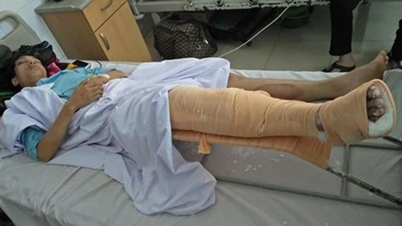 Một trong số các nạn nhân được điều trị tại bệnh viện. Ảnh: VOV