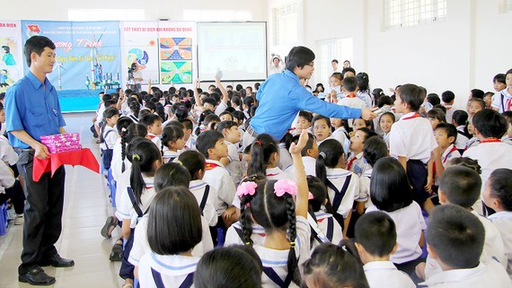 Chương trình tuyên truyền về an toàn, tiết kiệm điện thu hút đông đảo học sinh