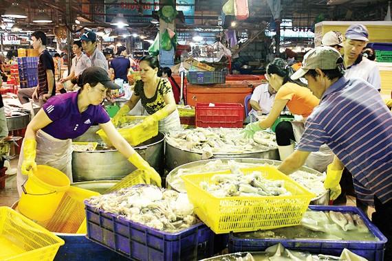 Khu vực chợ cá ở chợ đầu mối Bình Điền (quận 8) luôn tấp nập, nhộn nhịp                                                                                                          Ảnh: DIỄM MI