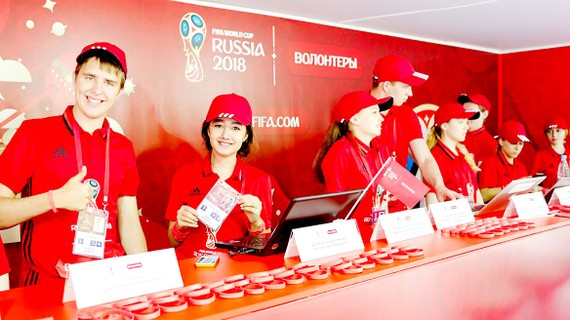 Các tình nguyện viên Nga sẵn sàng hỗ trợ du khách