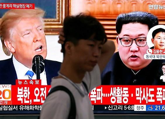 Thông tin về cuộc gặp thượng đỉnh dự kiến giữa hai lãnh đạo Mỹ và Triều Tiên liên tục phát trên truyền hình Hàn Quốc những ngày qua. Ảnh: REUTERS