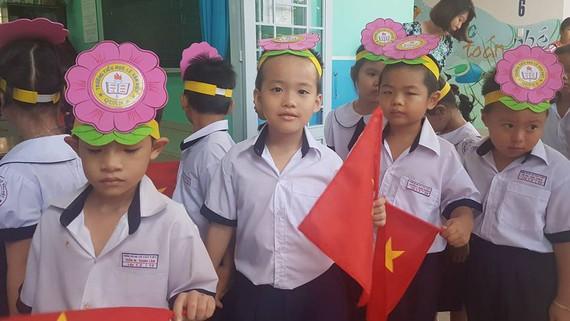 Các bé vào lớp 1 năm học 2017-2018 tại một trường tiểu học trên địa bàn TPHCM