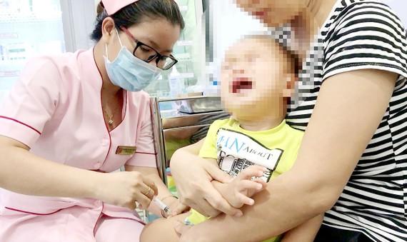 Bộ Y tế khuyến cáo trẻ nhỏ cần được tiêm đầy đủ các loại vaccine trong Chương trình tiêm chủng mở rộng để phòng ngừa dịch bệnh nguy hiểm            Ảnh: HOÀNG HÙNG
