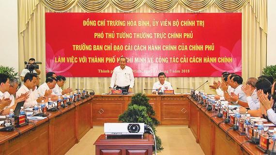 Phó Thủ tướng Thường trực Chính phủ Trương Hòa Bình làm việc với TPHCM về công tác cải cách hành chính Ảnh: DŨNG PHƯƠNG