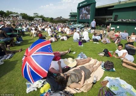 Đợt nắng nóng kéo dài 15 ngày ở Anh khiến hàng trăm người chết